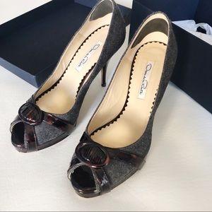 OSCAR DE LA RENTA Peep Toe Flannel Heel Size 6